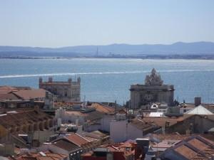 【エッフエルEVからのリスボンの運河の眺め】