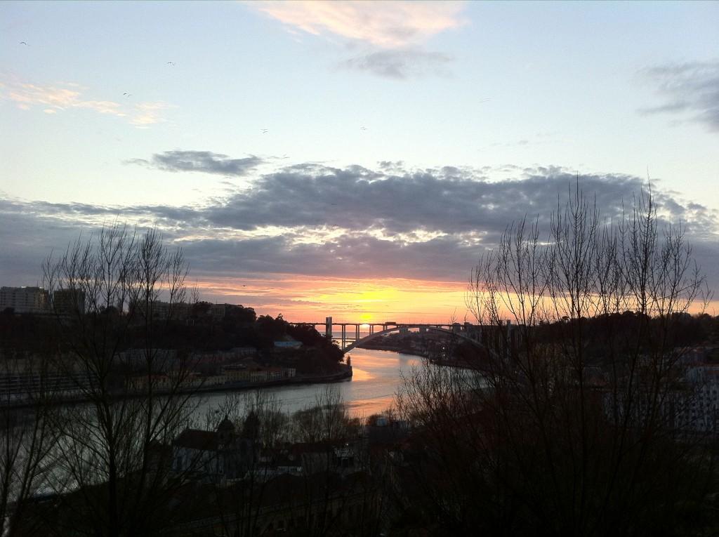 【ドウロ河の向こう、太平洋に沈む夕日-明日は帰国】