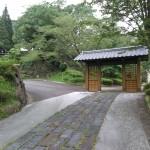 城 入り口から正門までは最近整備されたようです。